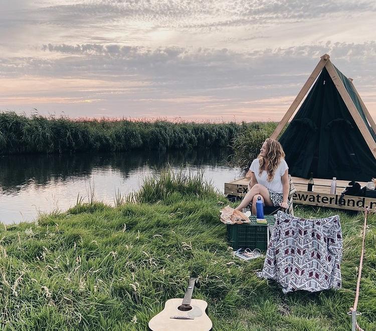Kampeervlot - Glampingraft -slow adventure -camping- raft origineel overnachten - uniek overnachten - glamping -bijzonder overnachten -kamperen - wildkamperen - 2