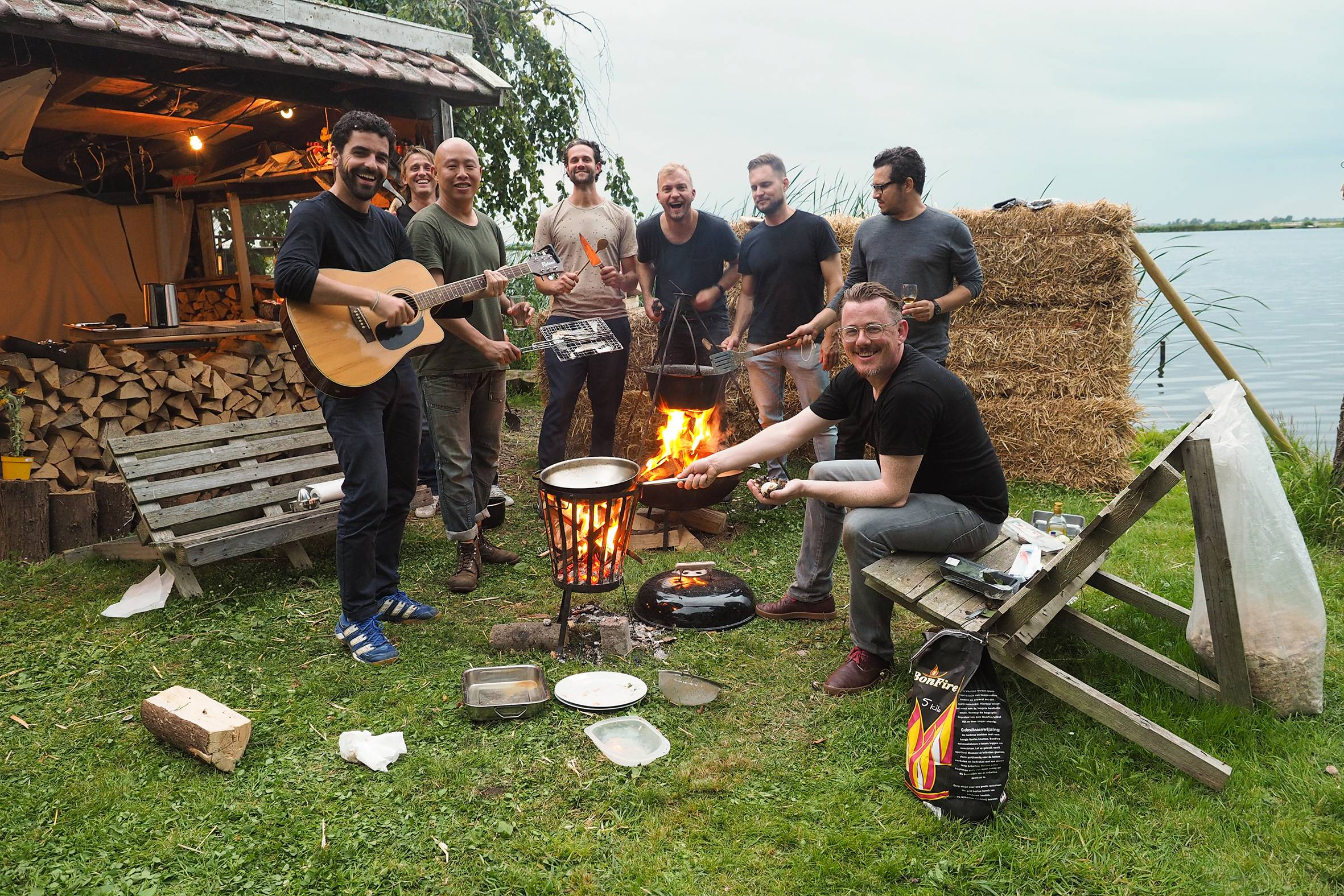 kookworkshop -into the wild cooking - wild koken -workshop koken op vuur -slow adventure -experiencewaterland -menuplank - paking roken -zalm roken -dutch cooking course - cooking - 1